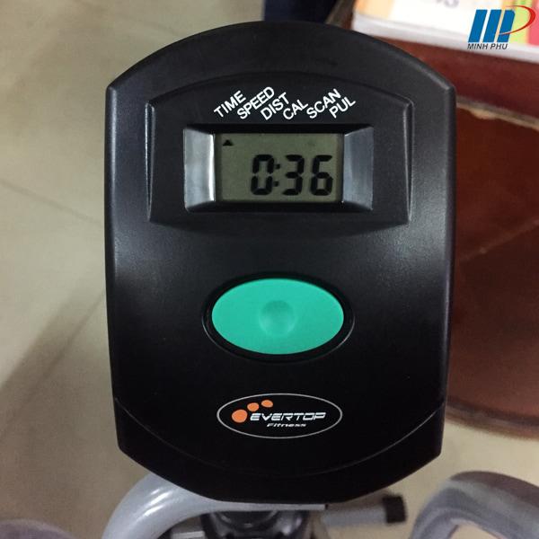 xe đạp tập thể dục ET 8.2i - đồng hồ