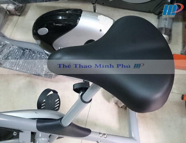 xe đạp tập thể dục ET 8.2i - yên ngồi